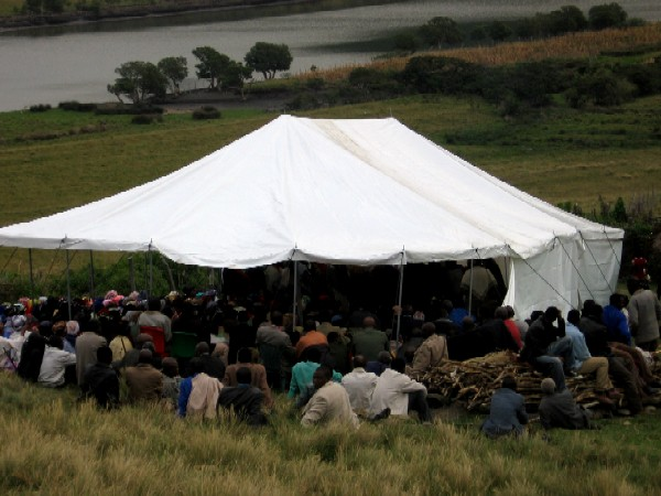 The tent at the funeral(1)